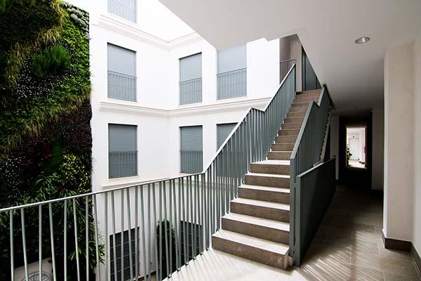 Escaleras del residencial Goyeneta 17