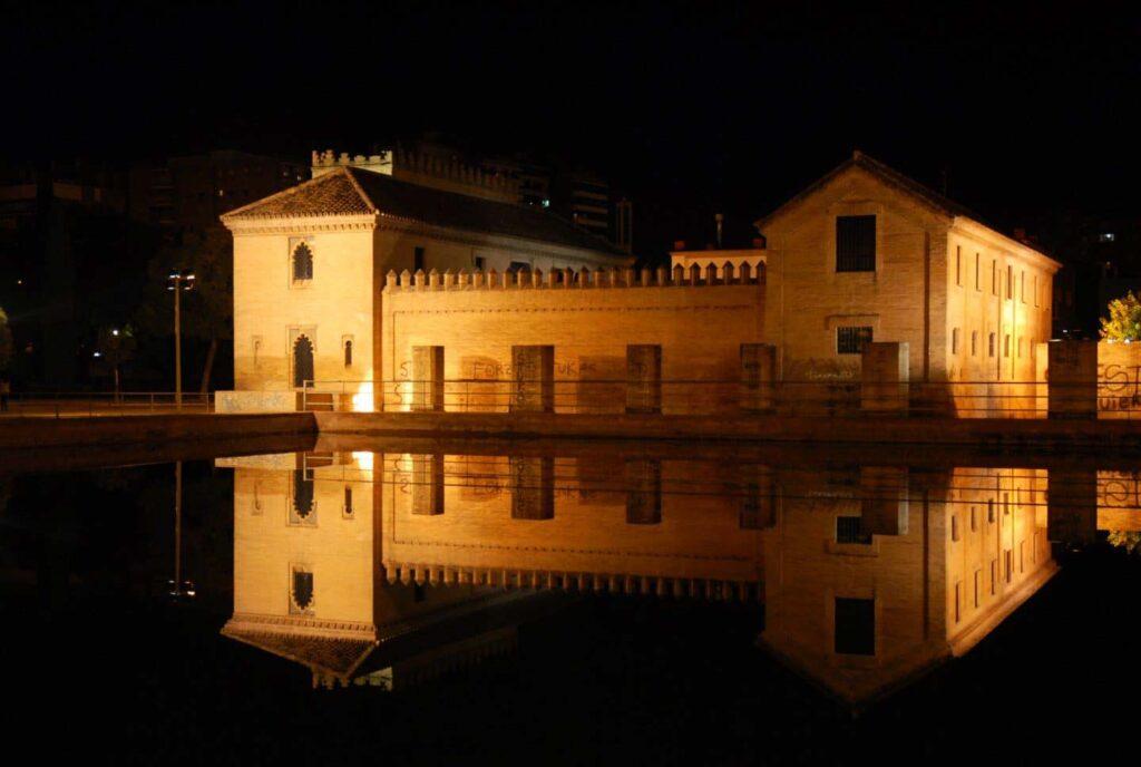 Foto nocturna del Palacio y Jardines de La Buhaira - Sevilla